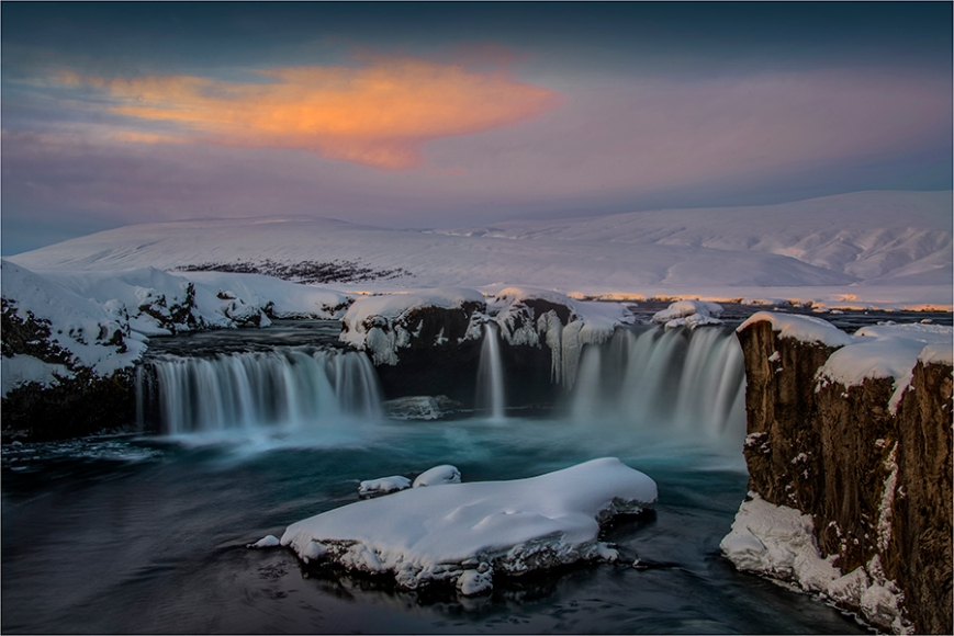 First-Light-Godafoss-Winter-ICL0124