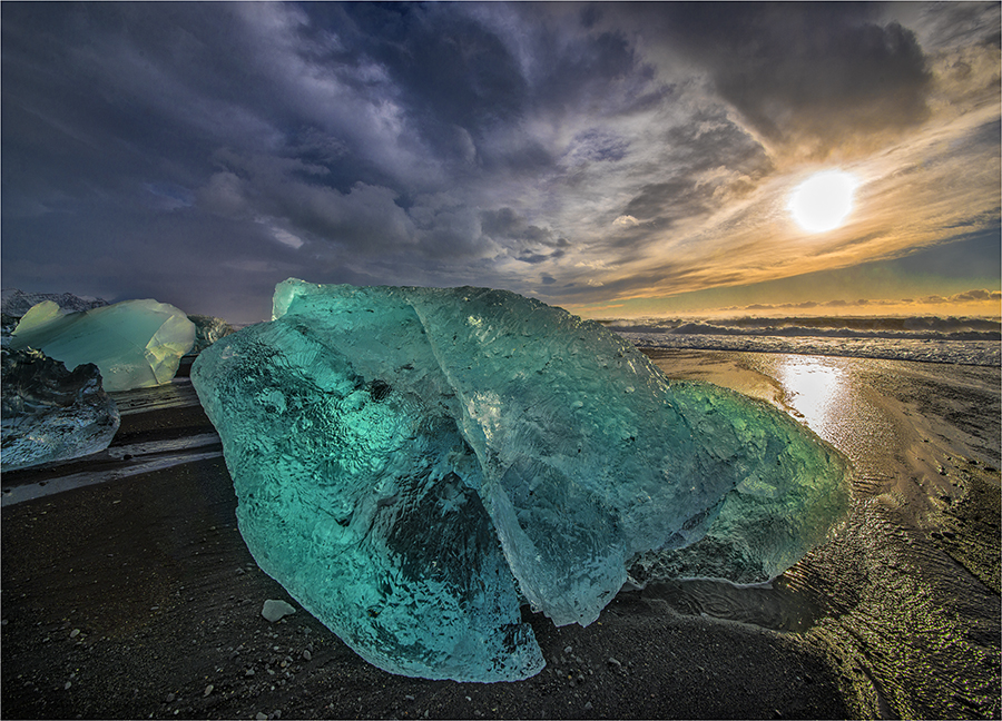 Iceberg-Jokulsarlon-Beach-ICL07425