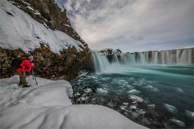 Photographing-Godafoss-Falls-I224