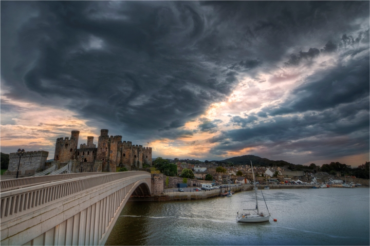 Conwy-Castle-Storm-WLS042-16x24 copy