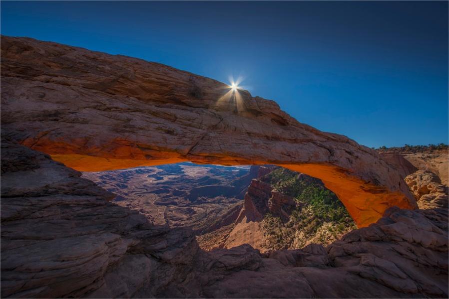 Sunstar-Mesa-Arch-CanyonlandsNP-U033-16x24