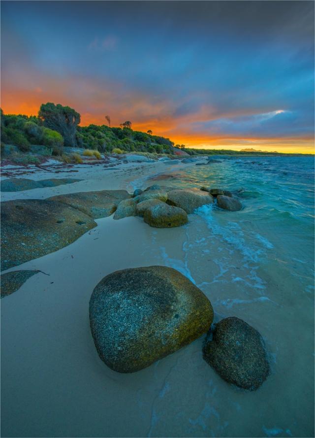 Blue-Rocks-Dawn-Glow-FI0413-18x25