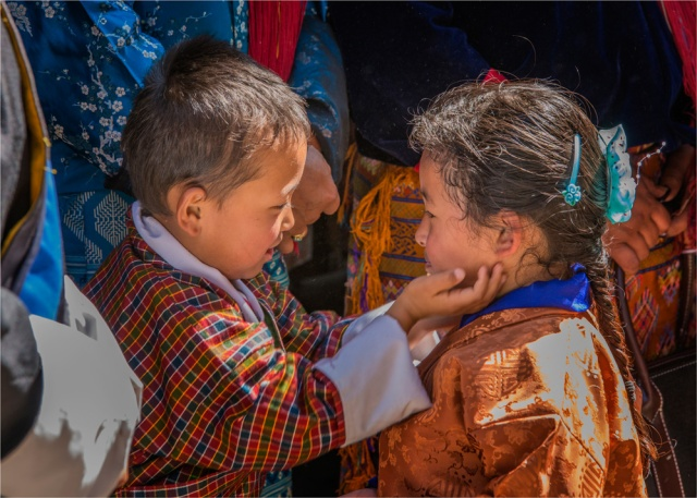 Children-Punakha-Dzong-BHU021-15x21