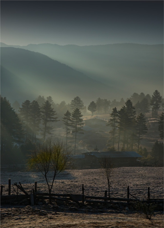 Dawn-at-Trongsa-BHU0148-18x25