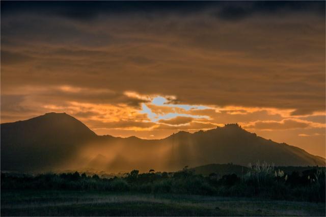 Dawn-Rays-near-Whitemark-FI0387-16x24