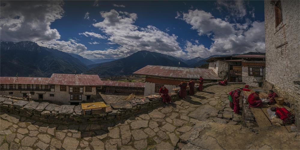 Gasa-Dzong-Monks-Preparing-BHU0-20x40 copy