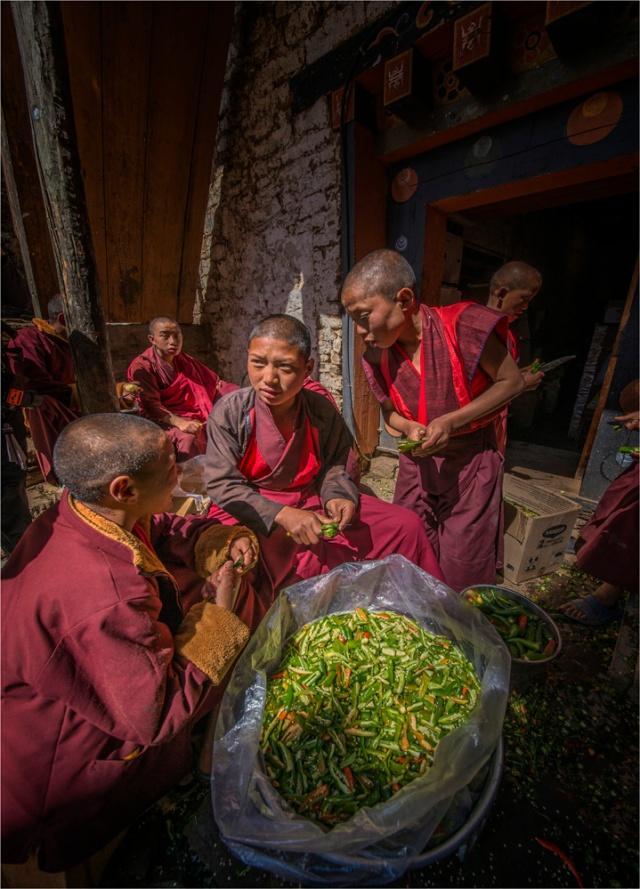 Gasa-Monks-Food-Preparation-BHU0-18x25