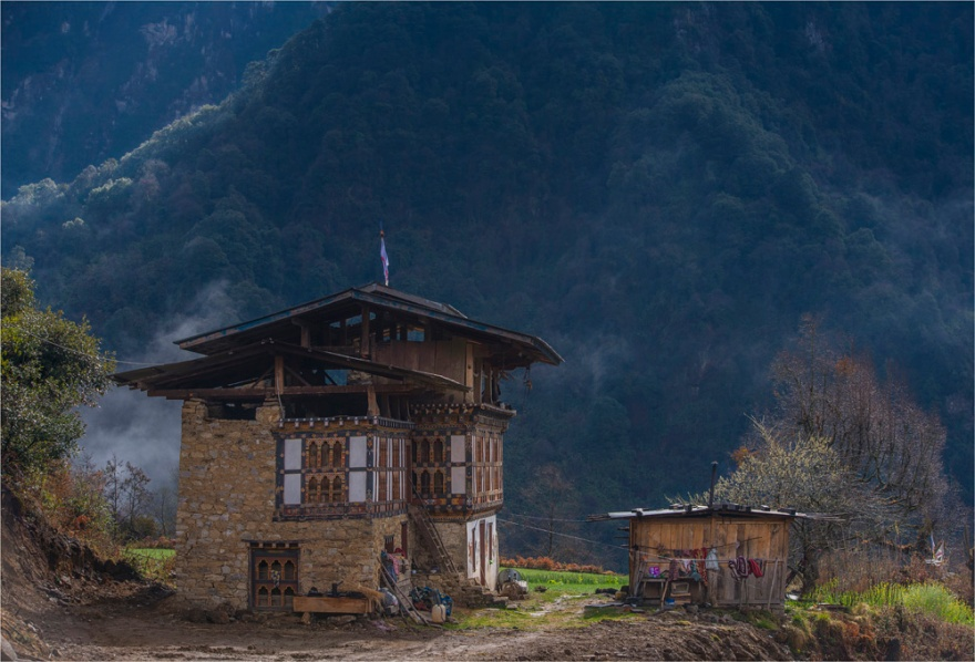 _ICR9355-Bhutan-Farmhouse-BHU0-17x25