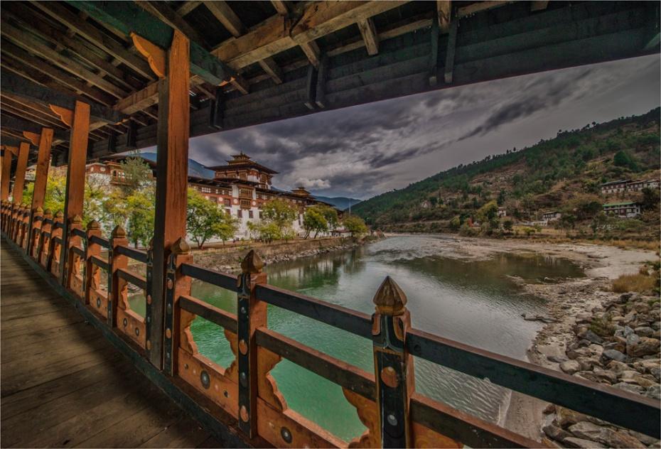 Punakha-Dzong-BHU049-17x25