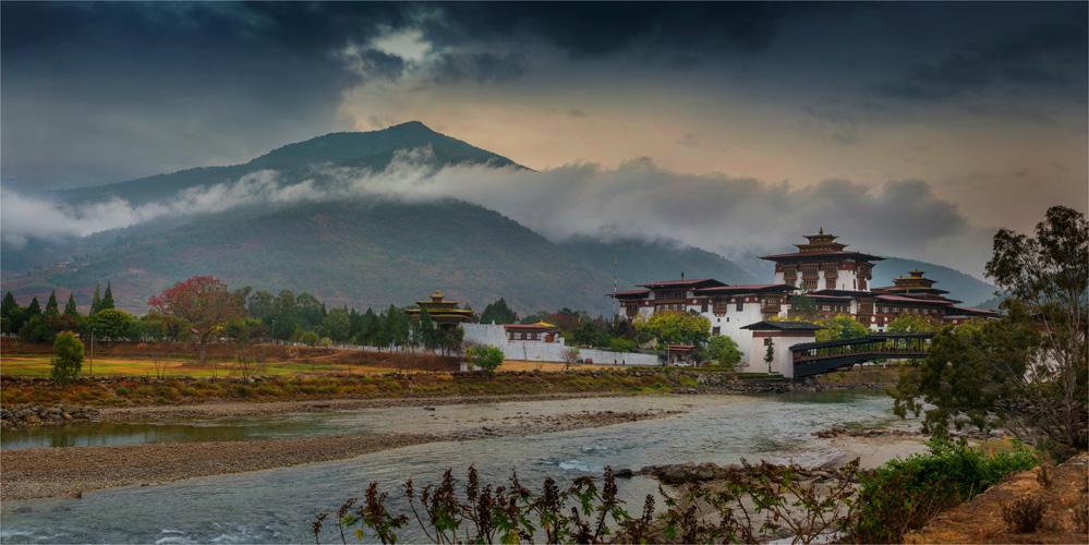 Punakha-Dzong-BHU050-20x40