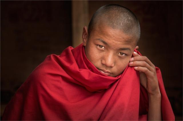 Young-Bhutanese-Monk-BHU0140-16x24