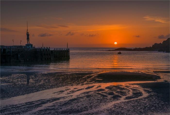 Ilfracombe-Sunrise-E01-17x25