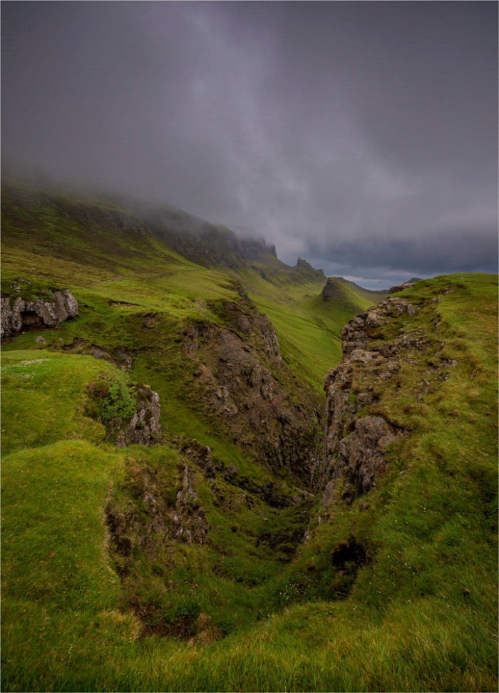 Mists-Quiriang-Skye-SCT0454-18x25