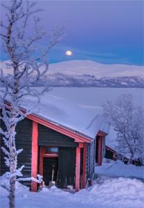 bjorkliden-moonrise-2017-swe005-18x26